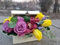 Aranjament cu lalele, trandafiri si orhidee
